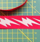 ribsband met reflecterende bliksemschichten, rood