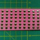 taille-elastiek 4 cm breed: zalmroze met lichtgoudkleurige studs /HALVE METER