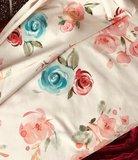 Heerlijke zomertricot: geverfde rozen op gebroken wit_