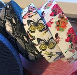 taille-elastiek 4 cm breed: wit met vlinders / HALVE METER_