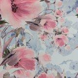 Fiete softshell: roze bloemen op lichtblauw-grijze ondergrond_