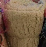 kunst-schapenvacht: bijzonder zachte lekker dikke rekbare stof, echte knuffelstof! wolwit_