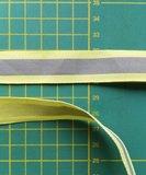 2 cm breed ribsband met reflecterende streep op lichtgeel_