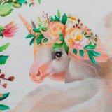 Matti, eenhoorns en bloemen op wolwitte tricot_