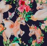 Matti, eenhoorns en bloemen op donkerblauwe tricot_