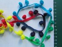pomponband met overlopende kleuren/rood-groen-geel