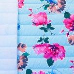 Doorgestikte jassenstof lichtblauw met bloemen