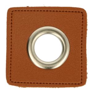 zilverkleurige nestels op bruin nepleer: gat diameter 14 mm