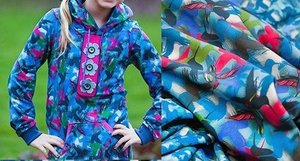 coupon 95 cm: Joyeux van Lila Lotta: wat dikkere tricot met kolibries blauw