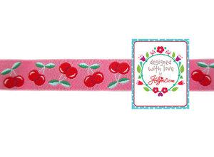 Jolly Cherry, kersen op een roze sierbandje / van jolijou