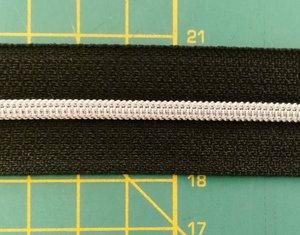 rits aan de meter, gemetalliseerd zilverkleurig op zwart 4mm
