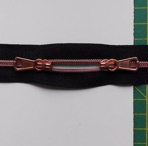 smalle rits aan de meter, gemetalliseerd roodkoperkleurig op zwart 4mm