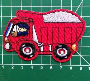 opstrijkbare applicatie: kiepauto rood