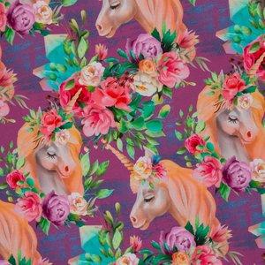 Matti, eenhoorns en bloemen op paarse tricot
