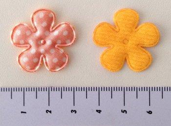 25mm bloemetje zalm satijn met witte stip