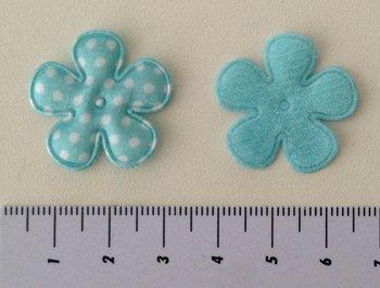 25mm bloemetje lichtblauw satijn met witte stip