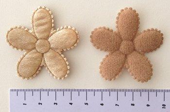 grote bloem, glimmend beige 5cm
