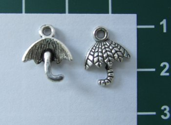 bedeltje: parapluutje zilverkleurig