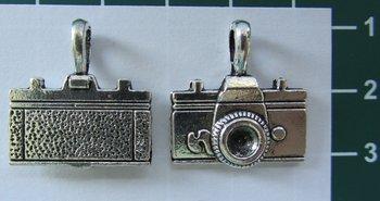 bedeltje:fototoestel zilverkleurig