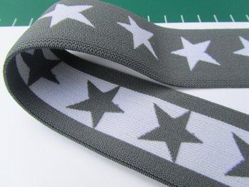 taille-elastiek 4 cm breed: sterren wit met grijs/HALVE METER