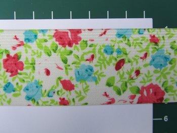 taille-elastiek 4 cm breed: kleine bloemetjes/ HALVE METER