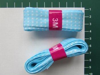 bosje biaisband: lichtblauw met witte stippen