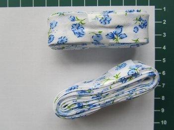bosje biaisband: blauw bloemetje op wit