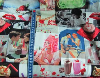 Tim: digitaal bedrukte tricot: milkshake retroplaatjes