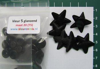 6 zwarte sterretjes met bijpassende snaps maat 20