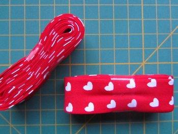 bosje biaisband hartje rood/wit