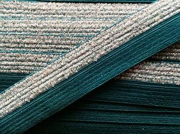 omvouwelastiek 1,6 cm breed met glitterband aan één kant / groen