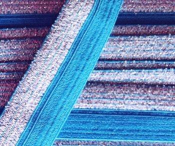omvouwelastiek 1,6 cm breed met glitterband aan één kant / turquoise
