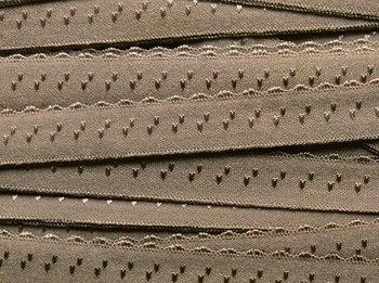 licht taupe omvouwelastiek met klein schulprandje op de vouw
