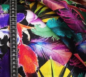 Tim: digitaal bedrukte tricot: veren op zwart, prachtige heldere kleuren!