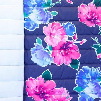 Doorgestikte jassenstof donkerblauw met bloemen