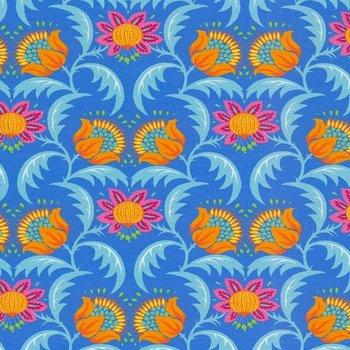 Flora: tricot fantasiebloemen op mooi blauw naar een ontwerp van Jolijou
