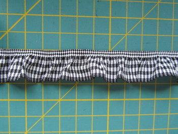 elastisch ruitjesband, zwart/wit - nog 1 meter