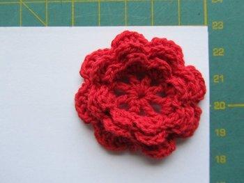 gehaakt bloemetje 4,5 cm rood