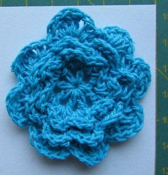 gehaakt bloemetje 4,5 cm turquoise