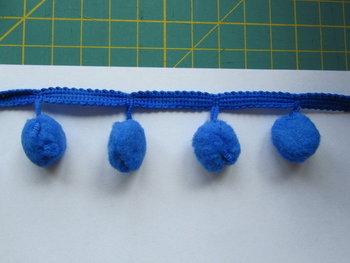 pomponband met grote bollen, blauw