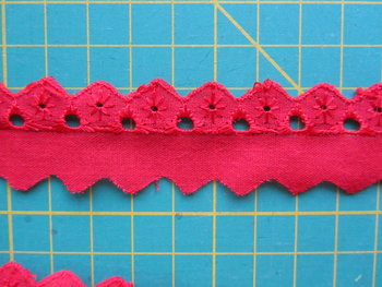 broderie smal, rood