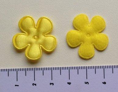 25mm bloem, geel satijn met randje