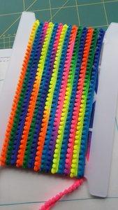 Mooie kwaliteit pomponband met vaste bolletjes aan het band.