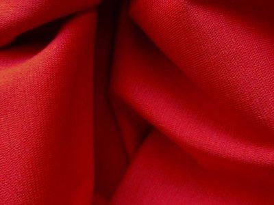 fijne boordstof rood (een beetje mat rood, geen heldere kleur)