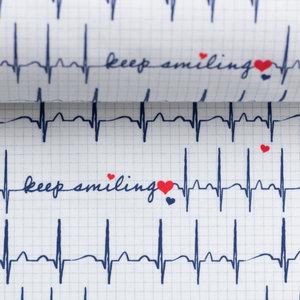 Toni: ECG print op witte katoen met tekst: keep smiling