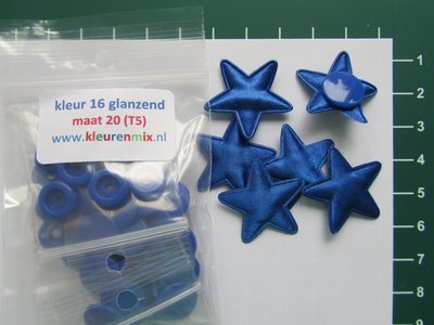 6 blauwe sterretjes met bijpassende snaps maat 20