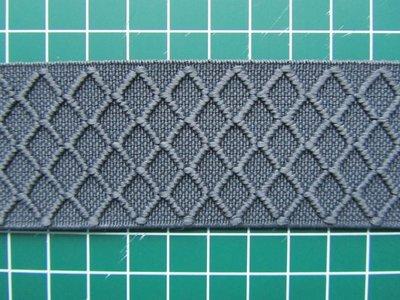 taille-elastiek 4 cm breed: grijs met ingeweven ruit /HALVE METER