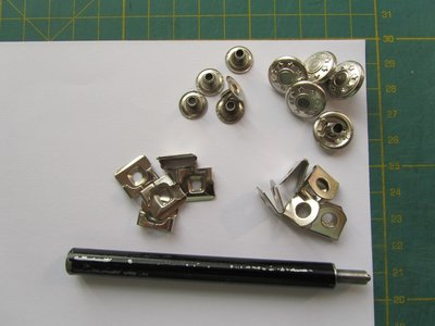 5 zilveren broekhaken met spijkerknoop plus gereedschap