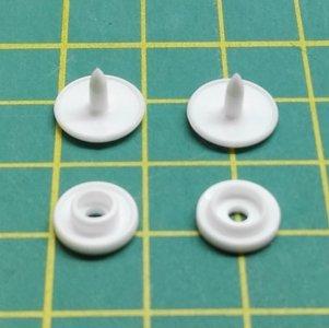 kleine snaps wit MAT met langer steeltje / B3M16 long prong