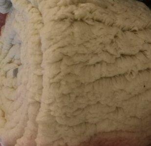 kunst-schapenvacht: bijzonder zachte lekker dikke rekbare stof, echte knuffelstof! wolwit